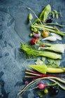 Дозріла органічні овочі та фрукти — стокове фото