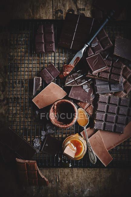 Dunkle Schokolade und Karamell — Stockfoto