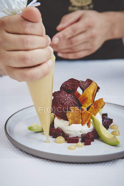Chef in restaurant decorated food — Stock Photo
