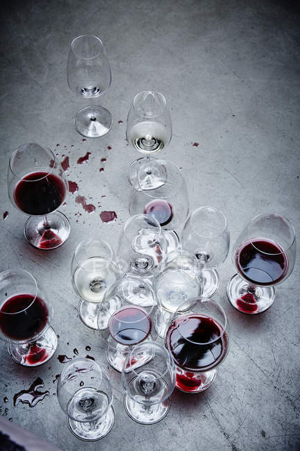 Glasses with red wine and water — Stock Photo