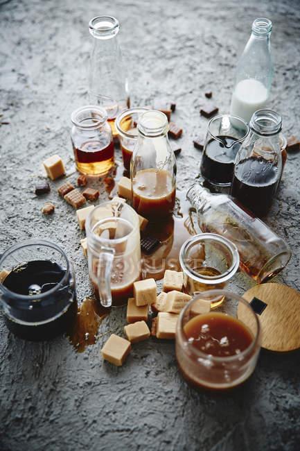 Pezzi e bevande di caramello — Foto stock