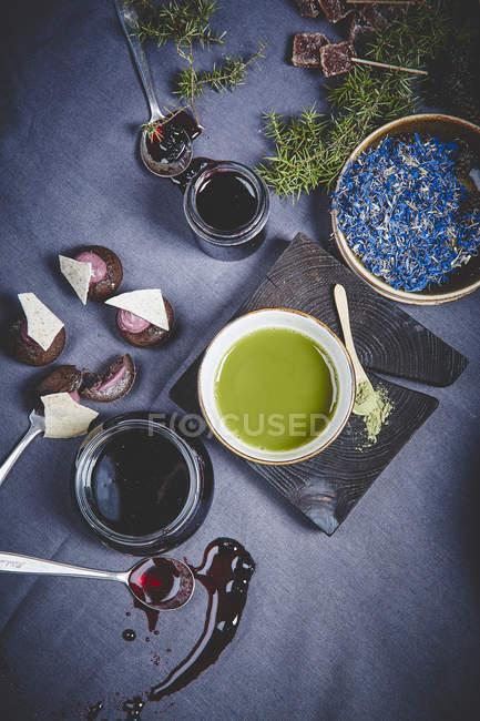 Gustosa marmellata nei vasetti di vetro — Foto stock