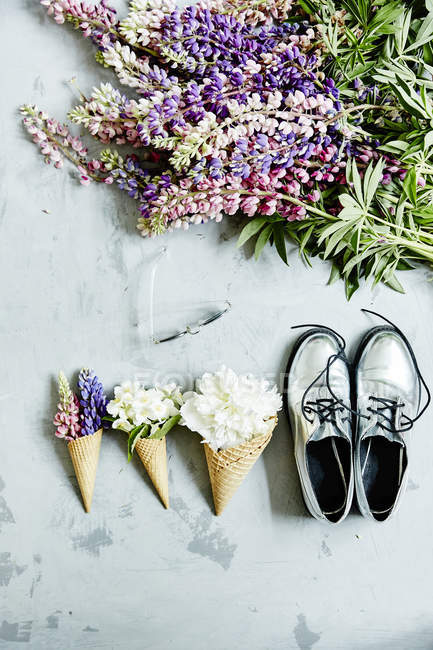 Flowers in waffle cones with shoes — Stock Photo