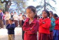 Meninas na oração da manhã — Fotografia de Stock