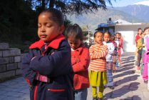 Маленькі дівчатка на Ранкова молитва — стокове фото