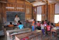 Учнів навчання в класі — стокове фото