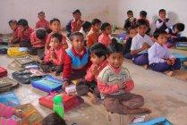 Schulklasse voller Schüler — Stockfoto