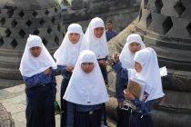 Girls in hijab looking at camera — Stock Photo
