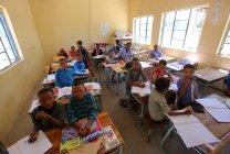 Escuela en aldea Grashoek - foto de stock