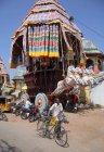 Menschen vor Ort am schönen Tamilnadu Zustand, Mamallapuram, Indien — Stockfoto