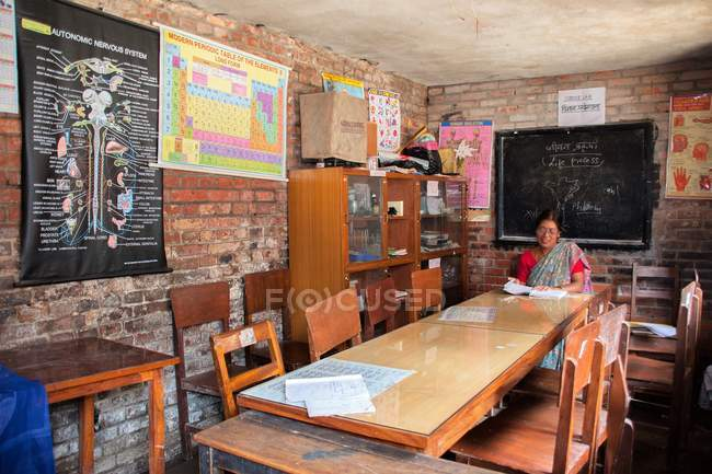 Woman sitting in classroom — Stock Photo