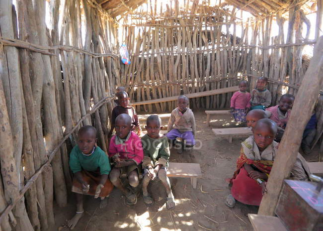 Escola na aldeia da tribo Maasai — Fotografia de Stock