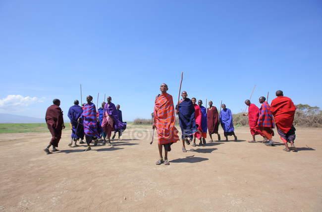 Pueblo de la tribu maasai - foto de stock