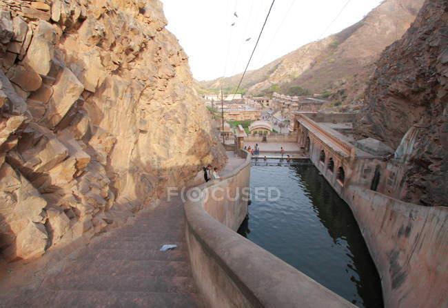 Personnes au temple de singe à Jaipur — Photo de stock