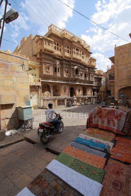 Narrow street in Jaisalmer. India. — Stock Photo