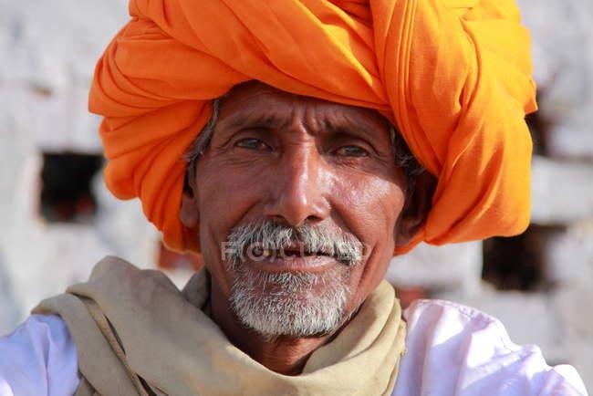 Homem indiano com turbante laranja — Fotografia de Stock