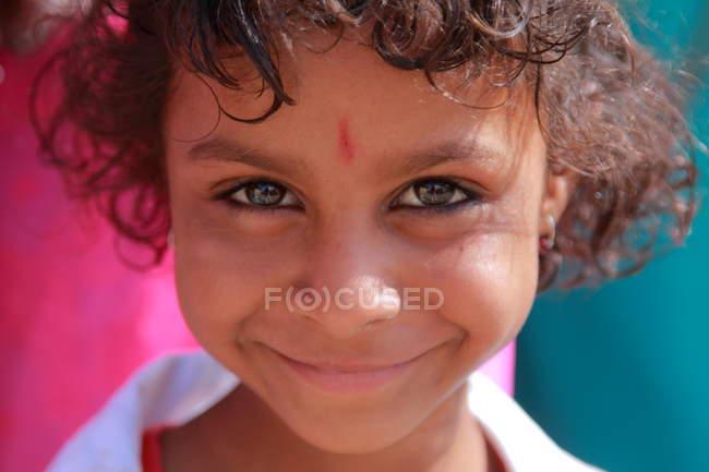 Feliz sorrindo menina indiana — Fotografia de Stock