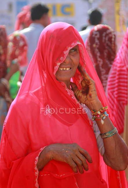 Donna indiana sorridente felice — Foto stock