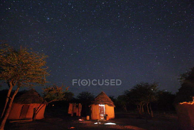 Vila da tribo Himba (região de Kunene ) — Fotografia de Stock