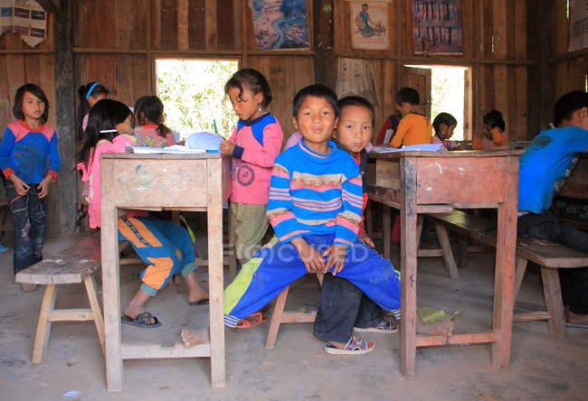 Die akha ya-er hill tribe kids — Stockfoto