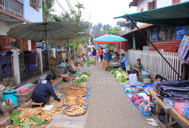 People selling food in Luang Prabang — Stock Photo