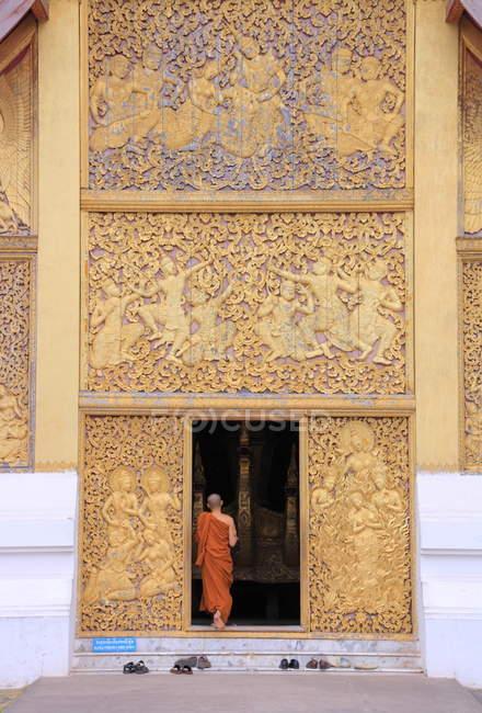 Buddhist near Wat Xieng Thong — Stock Photo