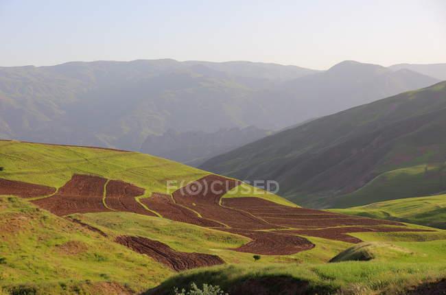 Paesaggio arido nella valle di Alamut in Iran — Foto stock