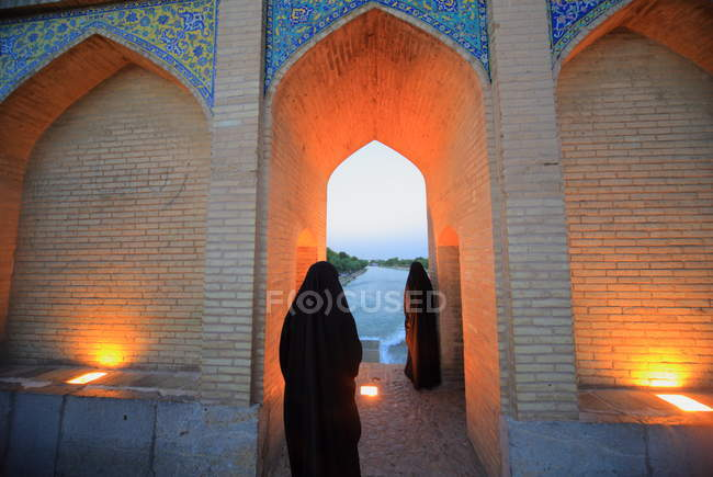 Khaju Bridge, arguably the finest bridge in the province of Isfahan, Iran. It was built by the Persian Safavid king, Shah Abbas II, around 1650 C.E. — Stock Photo