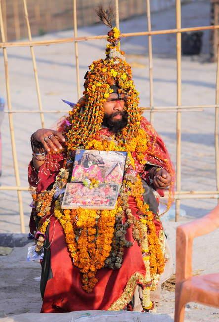 Неизвестный местный житель на фестивале Kumbh Mela возле Аллахабада, Индия, Уттар, штат Прадеш — стоковое фото
