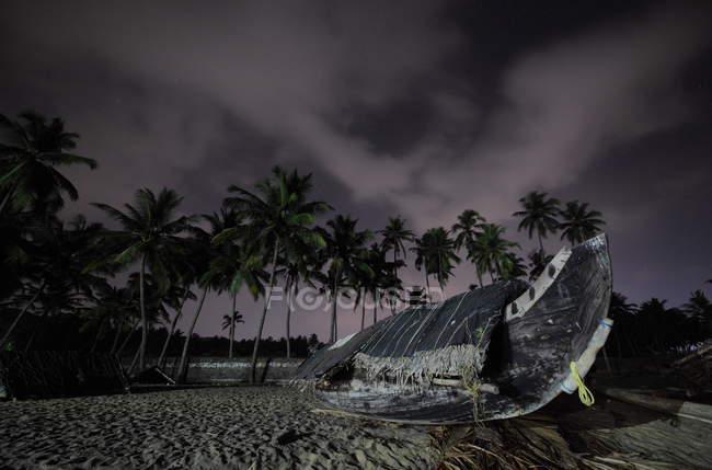 Vista di Varkala spiaggia e palme. Kerala. India di notte — Foto stock