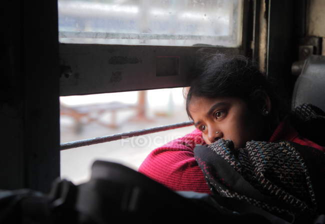 Local girl in  Indian train in Delhi — Stock Photo