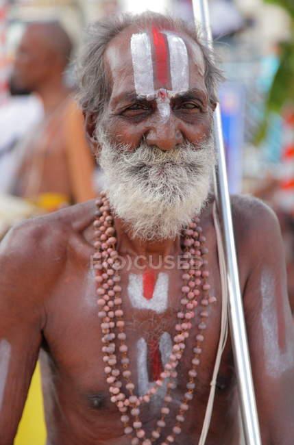 Nicht identifizierter Mann im Staat Andhra Pradesh Tirumala, Indien — Stockfoto