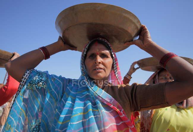 Einheimische Frauen in Indien, Bundesstaat Uttar Pradesh, Kumbh Mela-Festival in der Nähe von Allahabad — Stockfoto