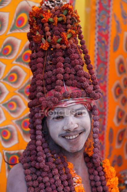 Unbekannter Mann beim Kumbh Mela Festival in der Nähe von Allahabad, Indien, uttar, Bundesstaat Pradesh — Stockfoto