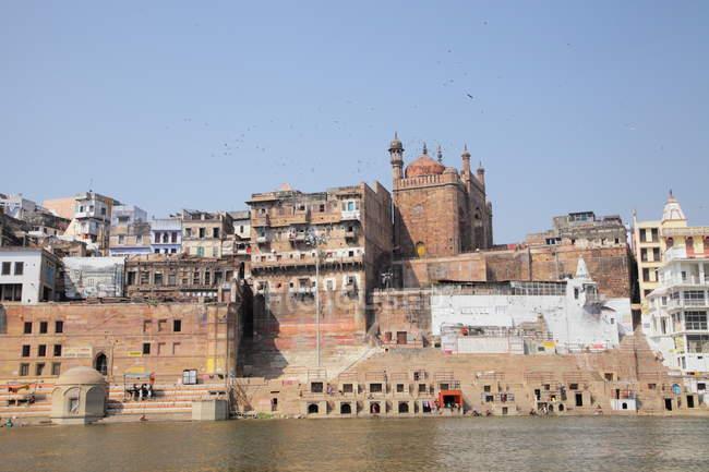 Hinduistische heilige Stadt am Ganges Ganges, Varanasi, Banaras, Uttar Pradesh, Indien. — Stockfoto