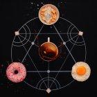 Coupe, œuf cuite avec et donut — Photo de stock