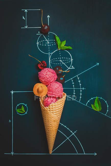 Eis mit Beeren — Stockfoto