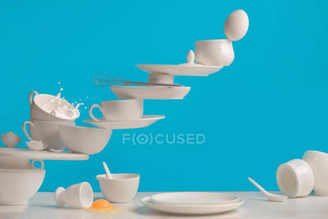 Porcelana blanco blanco escaleras - foto de stock