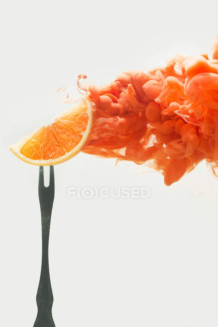 Fruits orange sur une fourchette — Photo de stock