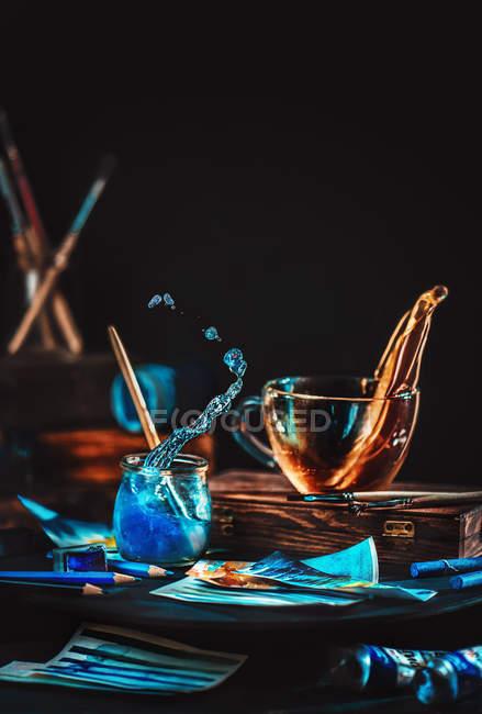Живопись, голубые волны в банке — стоковое фото