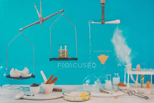 Essen-Chemie-Kunst-Stilleben — Stockfoto