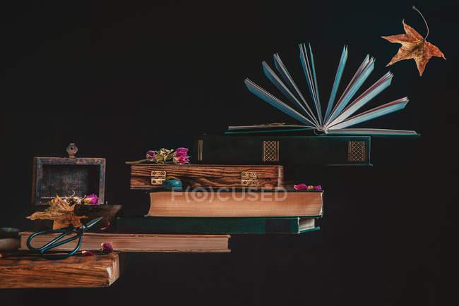 Retro-Buch Treppen — Stockfoto