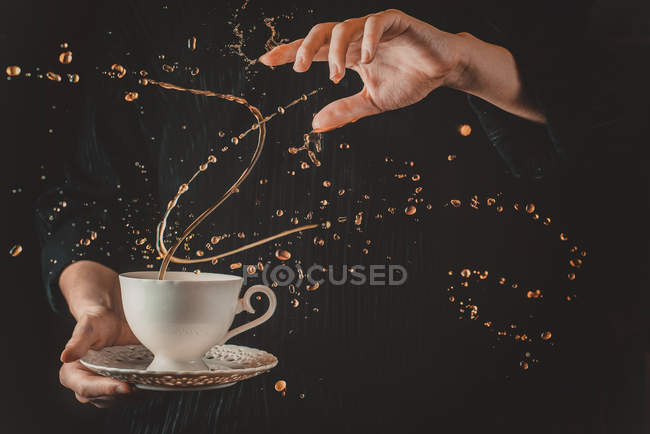 Hand holding cup of tea — Stock Photo