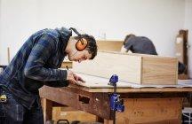 Mann ein Stück markieren — Stockfoto