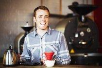 Man brewing coffee — Stock Photo