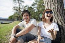 Азиатские друзья в парке . — стоковое фото
