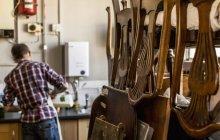 Antica officina di restauratore di mobili — Foto stock