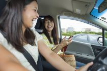 Mother and daughter laughing in car — Stock Photo