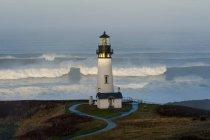 Farol de torre histórica Yaquina Head — Fotografia de Stock