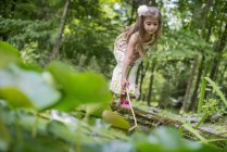 Girl playing at a pond — Stock Photo